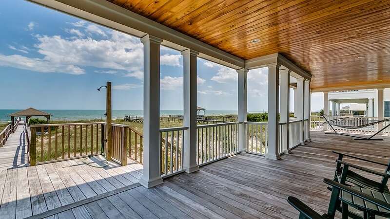 Spectacular Oceanfront home located on North Litchfield's Peaceful and Pristine, aluguéis de temporada em Litchfield Beach