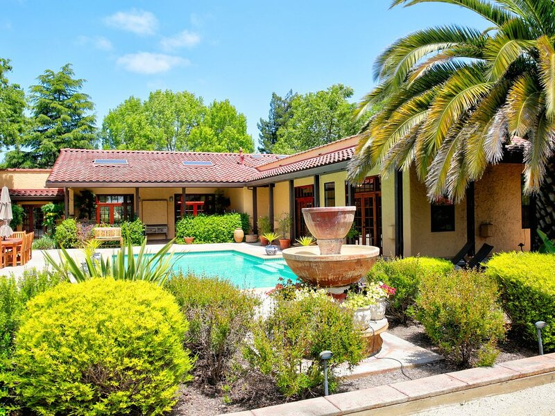 Las Palmas - 3 Bedrooms (all en suite with queen beds), 3.5 Baths (Sleeps 6) Son, location de vacances à Vineburg