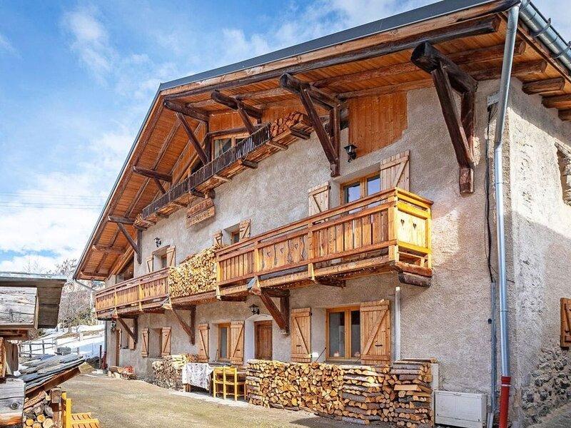 Pretty Chalet with Sauna & Skiing Nearby, casa vacanza a Nancroix