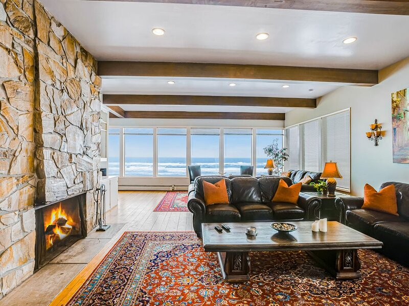 New listing! Stunning oceanfront home w/ private beach access!, alquiler vacacional en Otis