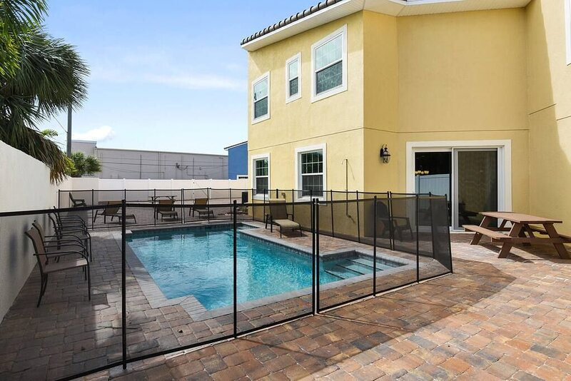 Fortebello Beachside 162 w/PRIVATE POOL, vacation rental in Indian Harbour Beach
