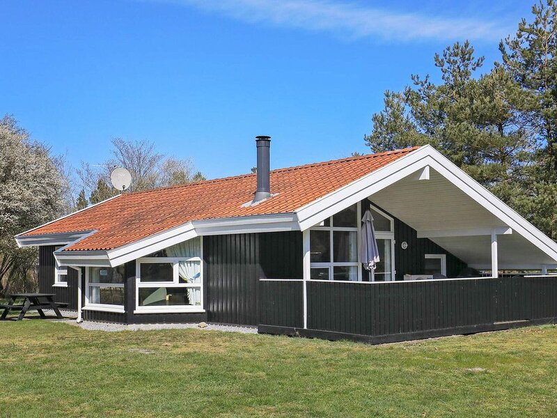 Modern Holiday Home in Jutland with Roofed Terrace, vacation rental in Lyngsaa