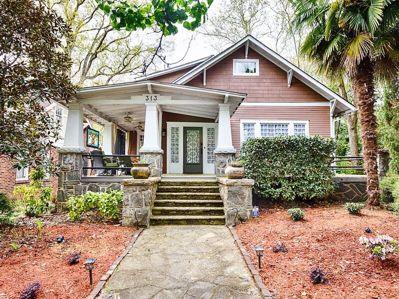 Historic Craftsman House in Midtown - Hot tub, Wifi, free parking – semesterbostad i Atlanta
