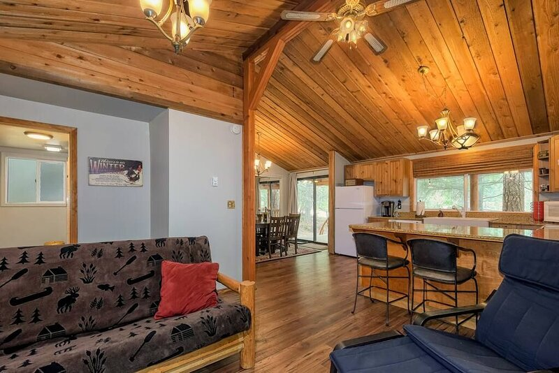 This cabin is a 1 bedroom(s), 1 bathrooms, located in Packwood, WA., holiday rental in Packwood