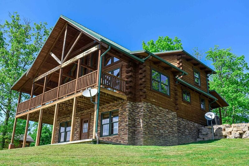 Hans Creek at Grandview Cottages, holiday rental in Greenville