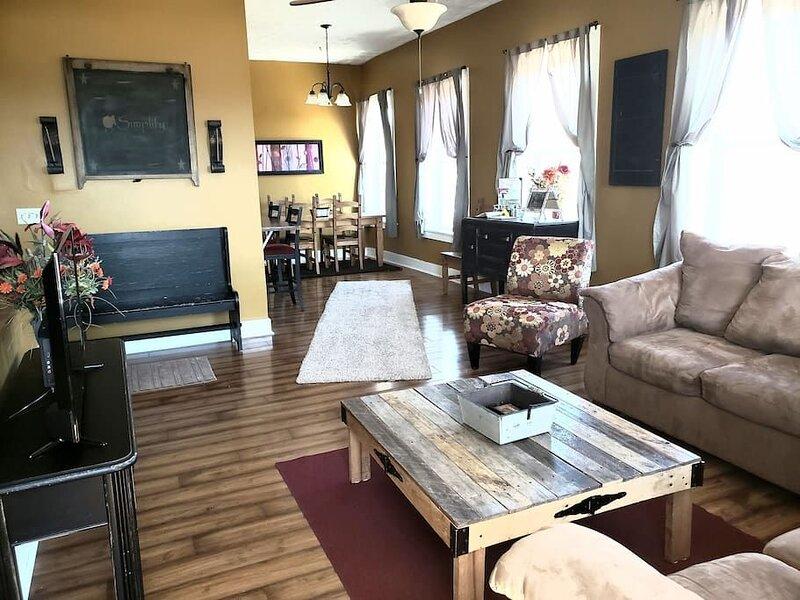 Wonderful spacious loft in downtown Lebanon Ohio, holiday rental in Liberty Township