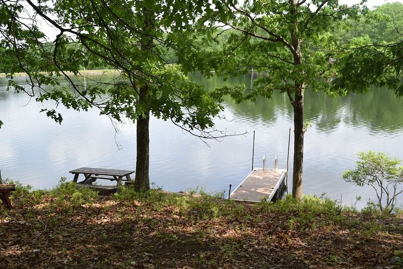 Popular and Majestic Lakefront, Deck, Pool, pvt dock, boats, Now Open, holiday rental in Bushkill