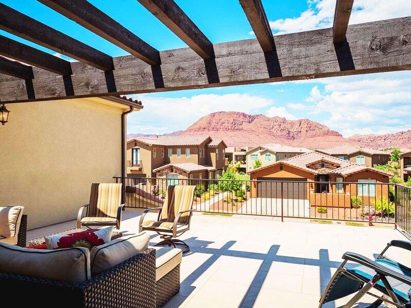 2 Fam Rms * 2 PS4s and games * Kayaks/Paddleboards * Large Balcony with Views, casa vacanza a Santa Clara