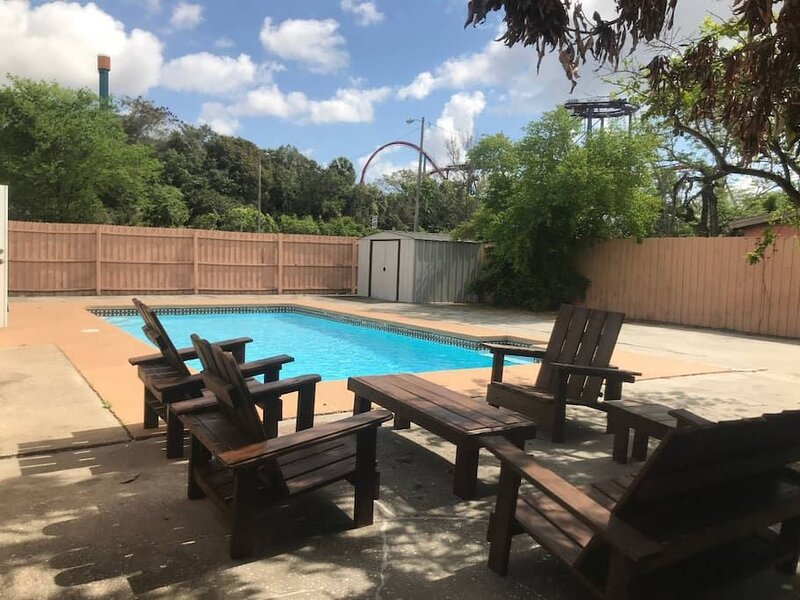 Across The Street From *Bush Gardens Pool Home*, alquiler de vacaciones en Lutz