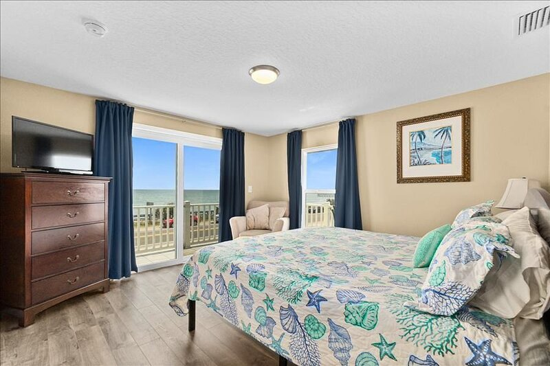 Pier Watch: Completely Renovated Flagler Beach Beauty with Sweeping Views, alquiler de vacaciones en Flagler Beach