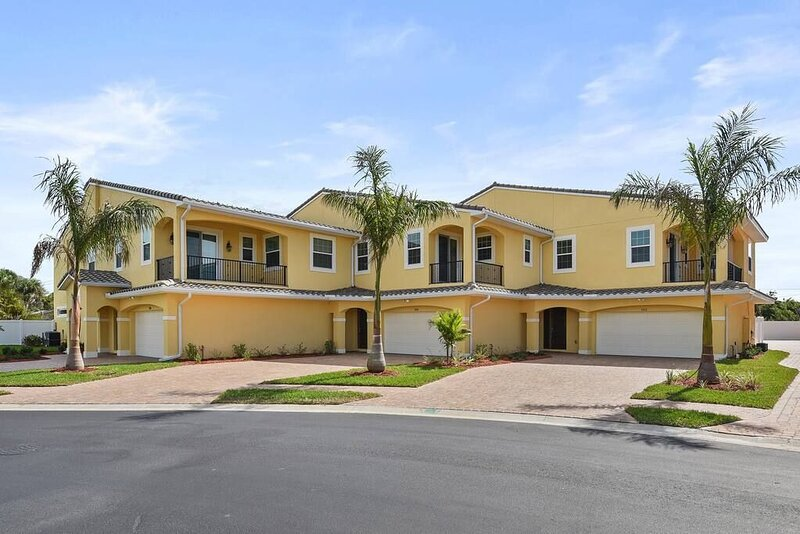 Fortebello Beachside 158 w/PRIVATE POOL, vacation rental in Indian Harbour Beach