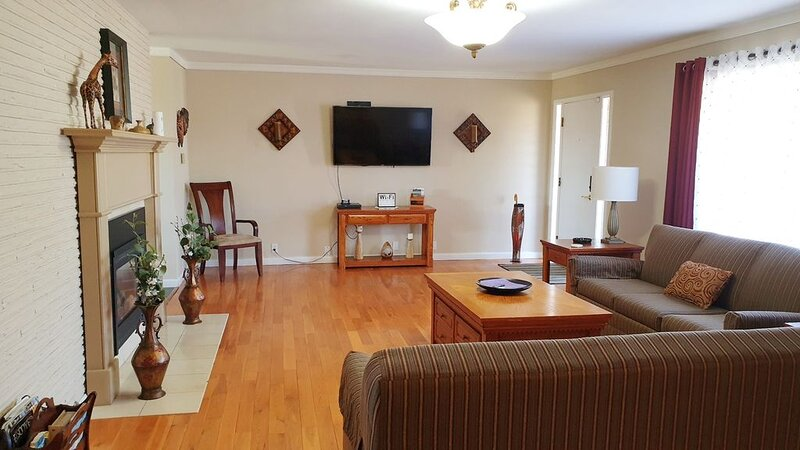 Overnight With Us - 4212 Large 4 BDRM, 2 BA, 1 Car Garage, holiday rental in Selah