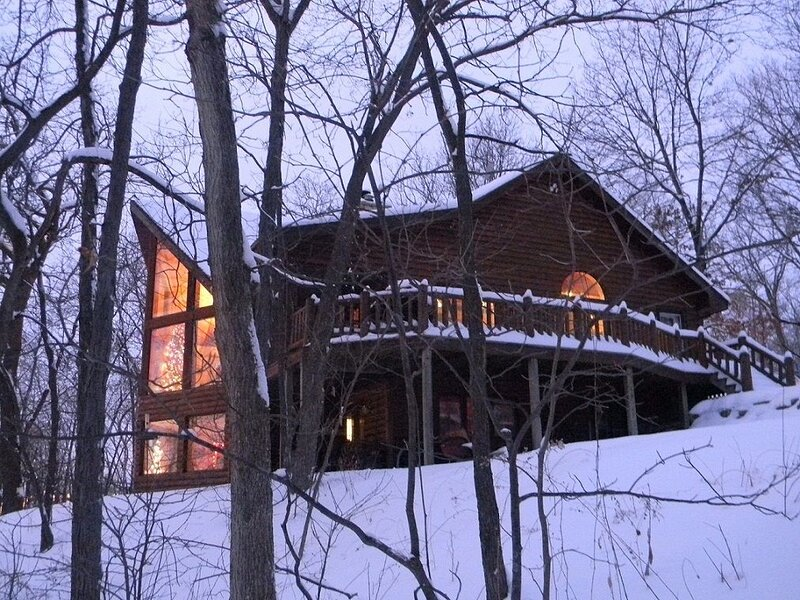 The Galena Log Home, Galena IL, holiday rental in Apple River