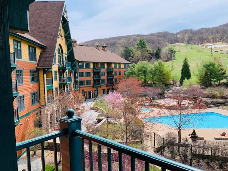 Black Bear at Mountain Creek Resort - Hike, Bike, Lake, Wineries, Pool, alquiler de vacaciones en Johnson