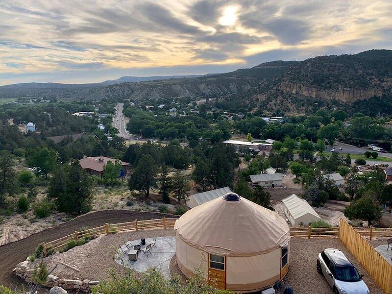 Yurt Overlook at East Zion Resort #7 (2 King Beds), aluguéis de temporada em Glendale