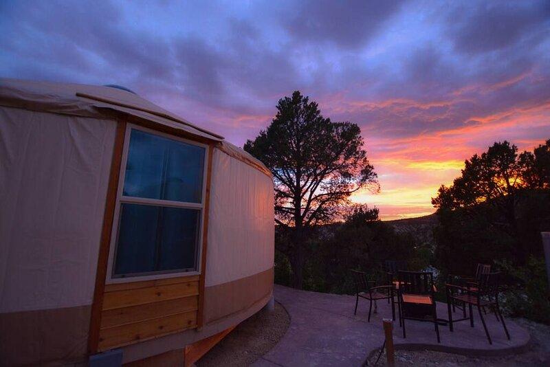 Yurt Overlook at East Zion Resort #9 (2 King Beds), aluguéis de temporada em Glendale