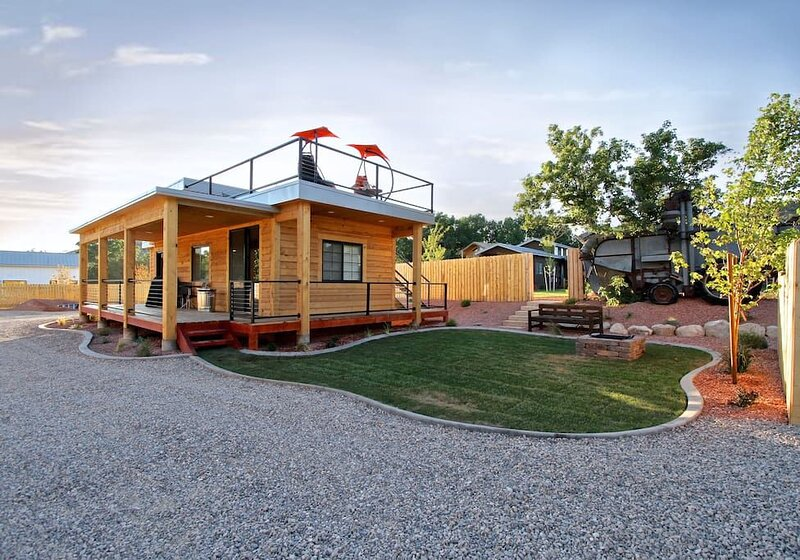 The Escape Tiny Home #5, holiday rental in Mount Carmel