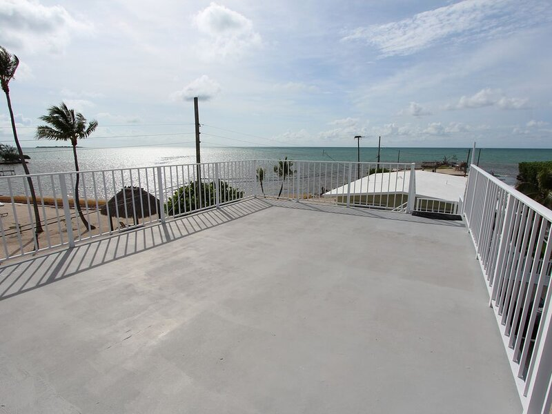 By The Sea ~ Islamorada 3/2 with Ocean Views!, holiday rental in Long Key