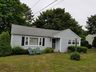 3 bedroom cottage - walking distance to the Old Lyme Shores Private Beach