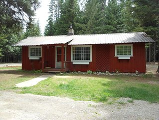 Our cabin in the woods, 10 minute walk to Elkins resort. Reserve for summer!