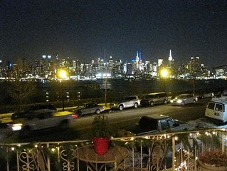 Direct NYC View Apt / Spa On Site / Easy Commute Into NYC/time Square