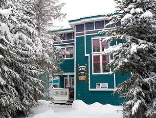 1 Bedroom Suite With Private Hot Tub And Wood Burning Fireplace On Skiway