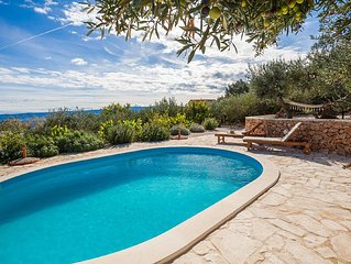 Family-friendly villa with private pool and stunning view