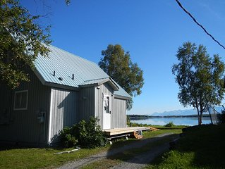 Lake House, GREAT Lake/Mtn/Aurora View, whole 850sq/ft. A-frame, Semi-Secluded