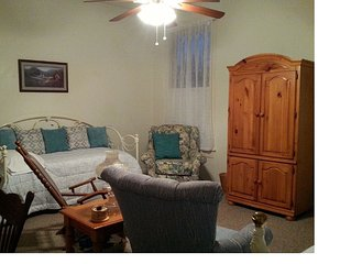 Historic Holle House, 2nd Floor Space In Beautiful Home, Minutes From Downtown