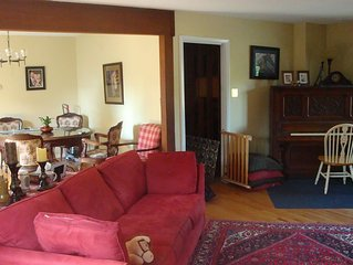 Large Home, Sleeps 9 * Metro, Restaurants, Bike Trail, Music