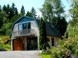 THE CARRIAGE HOUSE,  romantic suite in picturesque Stonington Village