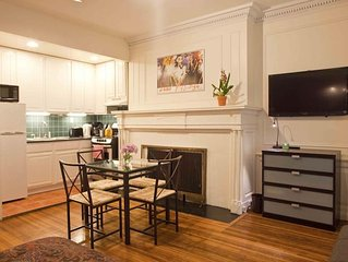 *Authenticity*Charming Studio Apartment In Townhouse Close To Riverside Park