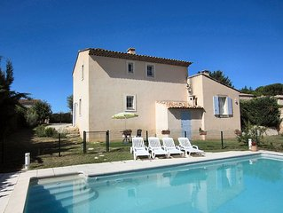 Gite 4 epis avec piscine privee pour des vacances entre Provence et Luberon