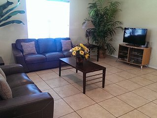 Winter Texan Haven-Fabulous duplex near beach, shopping with shared  large pool