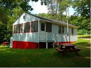 Family Friendly New Hamsphire Cottage Located On Lake Winnisquam
