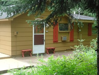 Perfect Hayward Cabin 2 bdr, 1.5 bath,sleeps up to 8, across from major lake