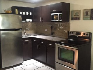 HUGE 1 Br Apt/Seep 6,  Steps to Beach & 3 Min from Airport WIFI & Parking