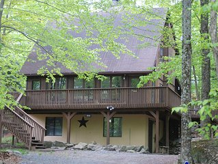 Poconos Chalet 3516 Located In The Gated Community, The Hideout