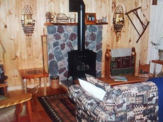 Cozy Adirondack Cabin across from the Hudson River and minutes to Gore Mountain!