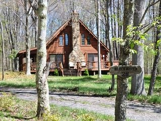 Authentic Log Cabin! Pool Table! Lake Privilieges!