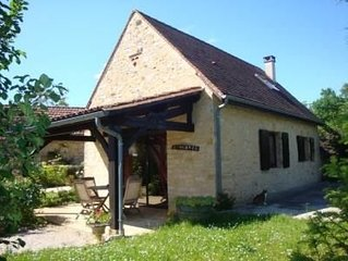 Romantic Stone Cottage at 2 km from celebrated Castles and the Dordogne River