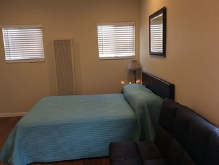 930 Quiet Studio- Walk Downtown close to Convention Center, and Restaurantes