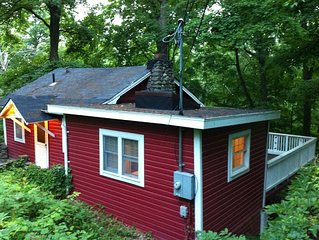 Charming Swedish Cottage in the Woods (1 bedroom + loft) and large deck