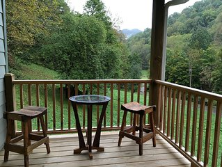 Apple Cabin On The Creek-Mountain Getaway-New Cabin