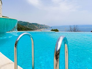 Beautiful View, Pool ,two steps from city center !!