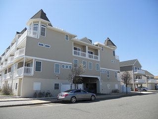 Beautiful Family Retreat - 4 Bedroom Townhouse - 1 Block To The Beach