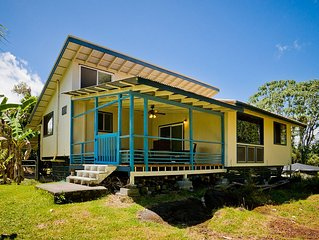 Hale 'amakihi Is a classic Hawaiian wooden house.  It Is clean and comfortable.