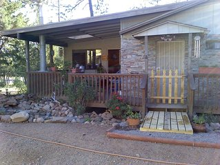 Need A Little R&R? Charming Mnt Getaway-Views & Fireplace from Deck !