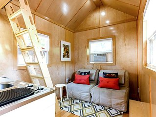 Tiny House with FREE Bikes, Downtown!