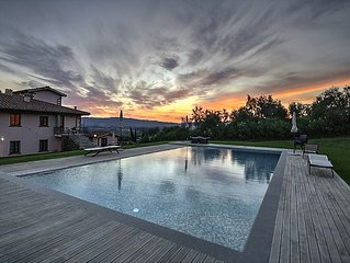 Luxury apartment in Loro Chianti, for family, in a farmhouse,with pool, AC, WiFi